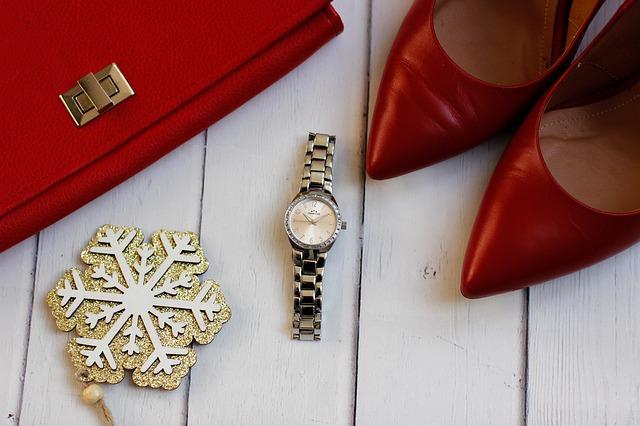 boty, hodinky a kabelka