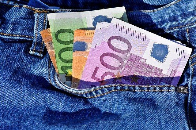 peníze v kapce