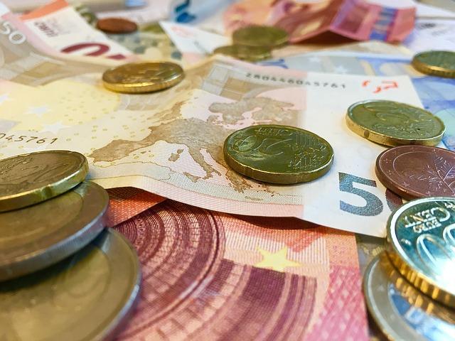 detailní pohled na eura a mince